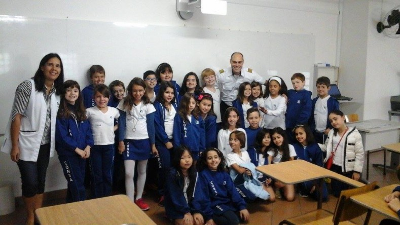 Comandante Chiordi e estudantes