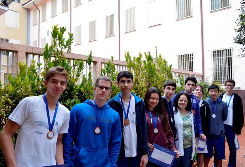 Estudantes medalhistas na Olimpíada Brasileira de Matemática