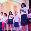 Ir. Claudete, do Colégio Franciscano Santa Clara, conta aos estudantes os impactos positivos das doações na unidade