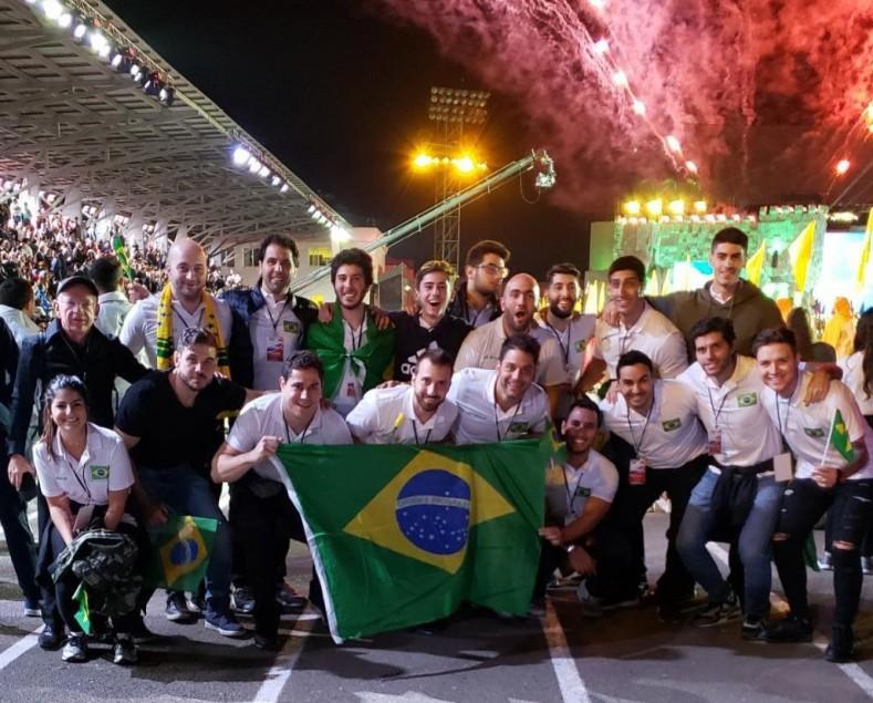 Aran com a equipe brasileira nos Jogos do PanArmênio 2019.